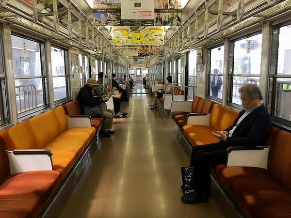 東急7700系電車の車内