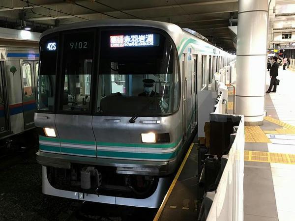 日吉駅で出発を待つ赤羽岩淵行き急行