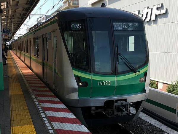 綾瀬駅に入ってくる我孫子行き普通列車