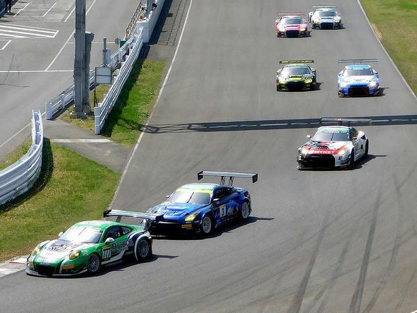 スーパー耐久レース中の様子