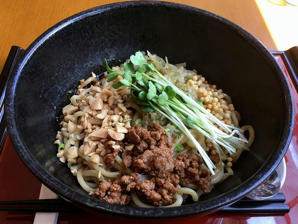 正宗担々麺 880円