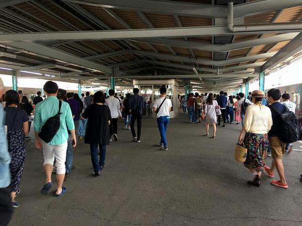 府中競馬正門前駅に到着