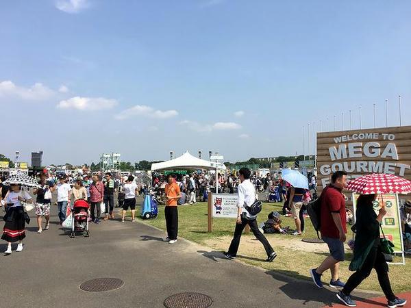 馬場内広場ではグルメイベント開催中