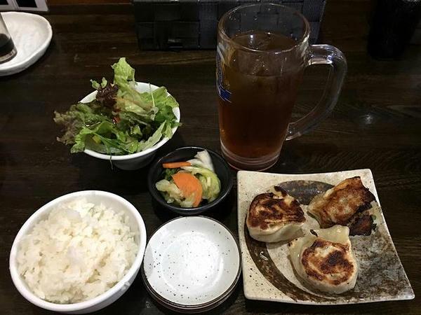 焼き餃子セット(温泉卵をミニサラダに変更) 330円