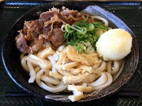 牛肉うどん(中)550円 + 半熟玉子天 120円
