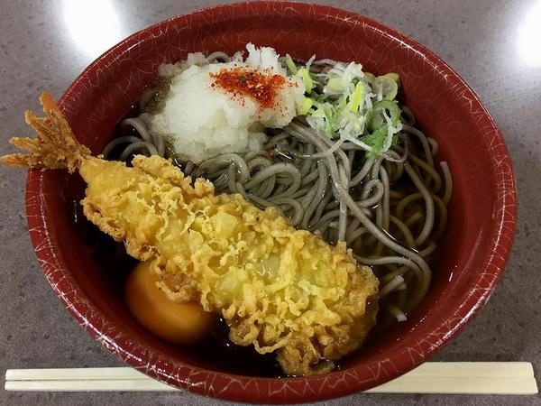 海老天そば+生卵 560円