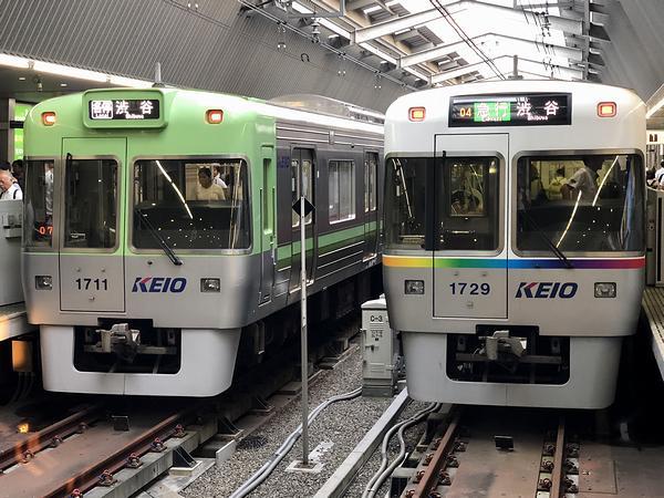 吉祥寺駅で発車を待つ2本の列車