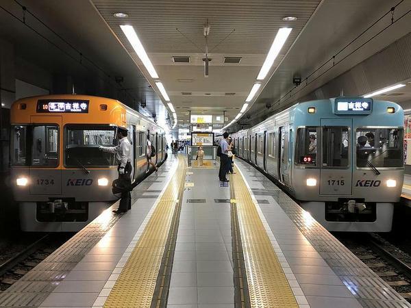 渋谷駅で発車を待つ吉祥寺き各停と急行