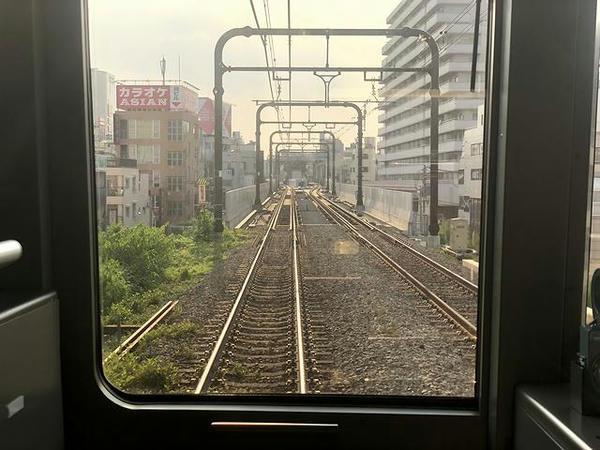 下北沢駅進入