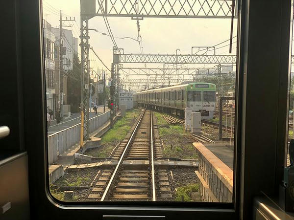 永福町駅で後発の急行を待避