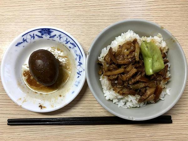 魯肉飯(小) 30元 + 魯鴨蛋 15元