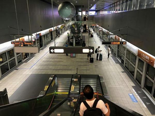 松山機場駅の台北捷運文湖線乗り場