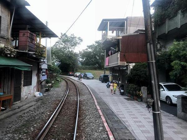 菁桐駅を発車