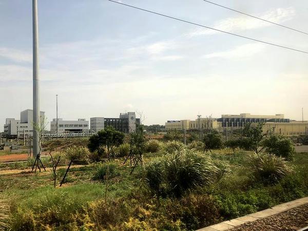 車窓から見た富岡車両基地
