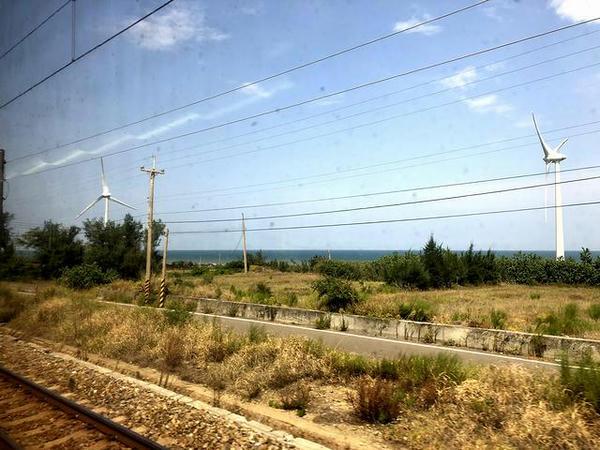 車窓から見た風車