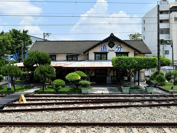 追分駅の駅舎(ホーム側から)