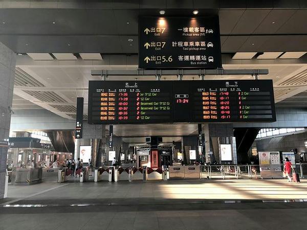 高鉄台中駅改札口付近