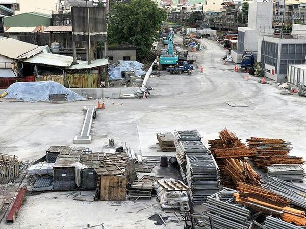 地下化工事の現場(跨線橋から撮影)