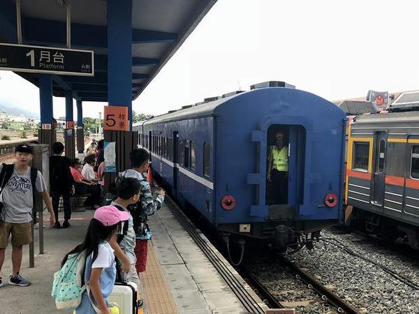 枋寮駅に進入する台東行き3671次普快車