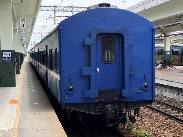 台東駅に到着した3671次普快車