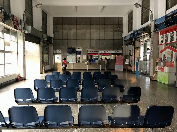 蘇澳駅の待合室