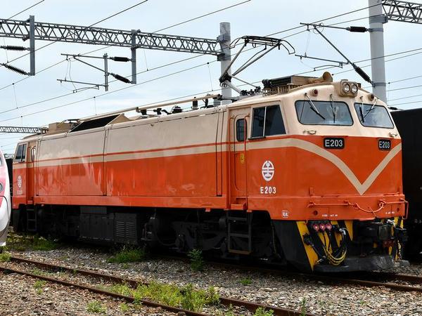 台東駅で見かけたE200型電気機関車