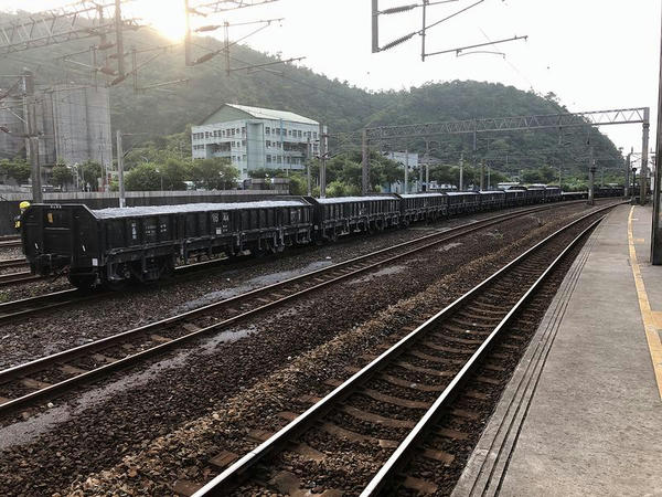 蘇澳新駅で入換中の貨物列車