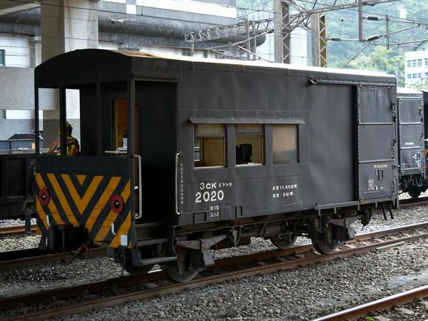 蘇澳新駅で見かけた貨車(有蓋緩急車)