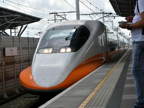 (高鉄)台南駅に進入する南港行き630次列車