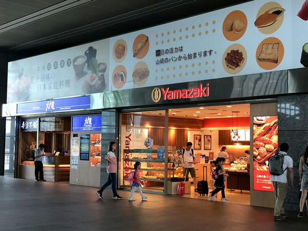 (高鉄)台中駅コンコースのレストランのごく一部(1)