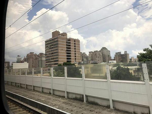 車窓から見た台中市内(連続立体交差化区間)