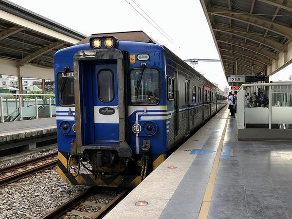 竹中駅に進入する六家行き1748次区間車