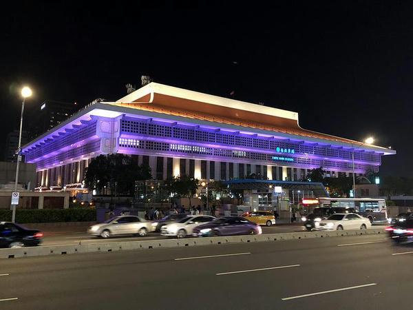 今宵も妖しく輝く台北駅