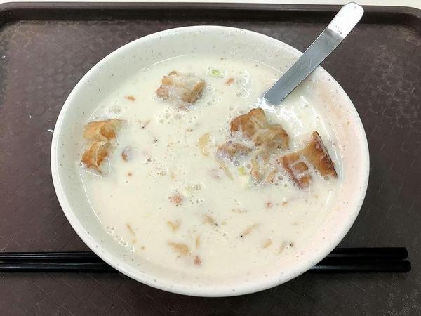 朝食にいただいた鹹豆漿
