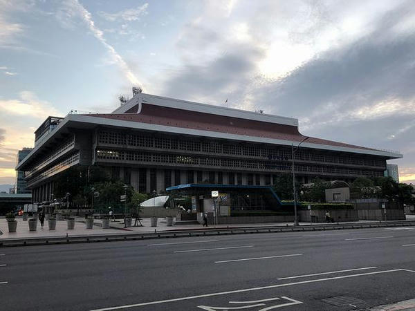 朝の台北駅