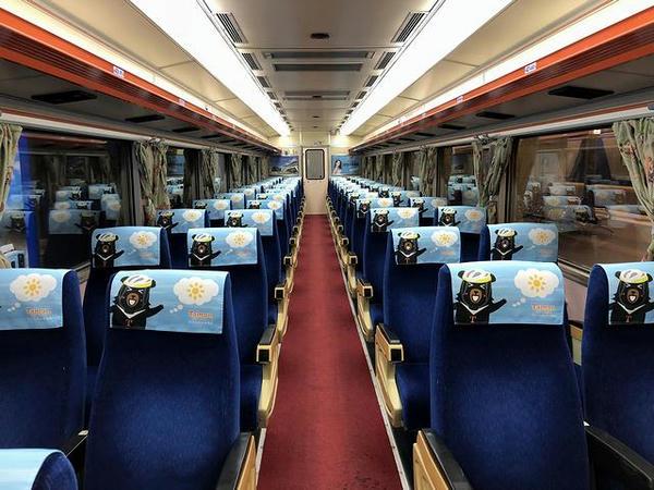 彰化行き109次自強号EMU300型電車の車内