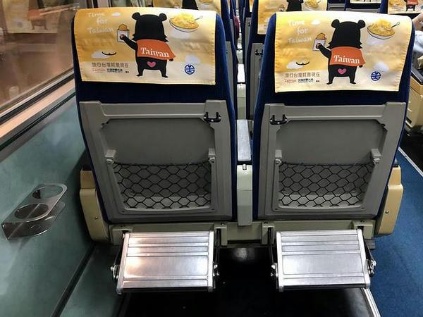 EMU300型電車のシート背面