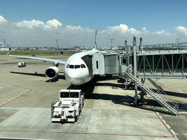 駐機中のBR189便