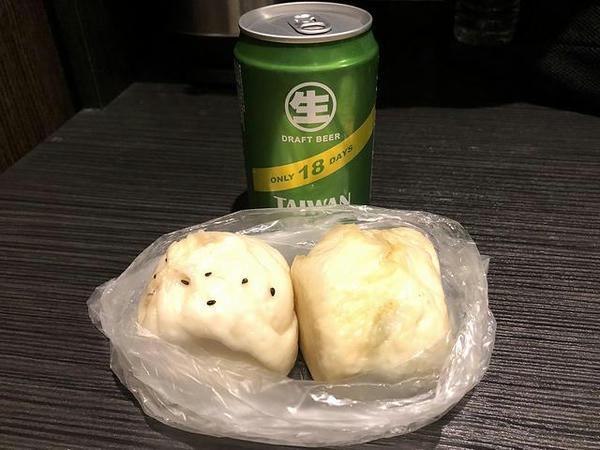 鮮肉包と韮菜包とビール