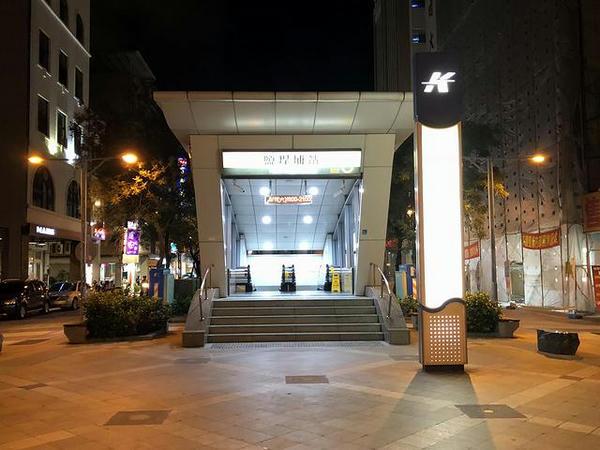 高雄捷運 盬埕埔駅出口