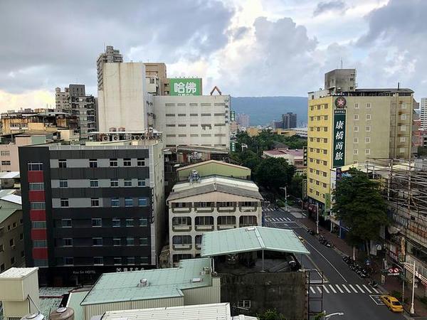 ホテルの部屋から見た朝の景色