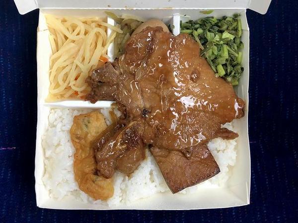 車中で食べた台鉄弁当(高雄駅Ver.)