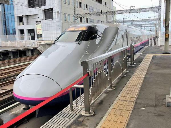 宇都宮駅に進入するやまびこ・つばさ140号