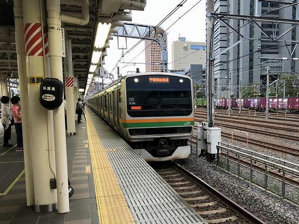 さいたま新都心駅に進入する上野東京ライン普通列車