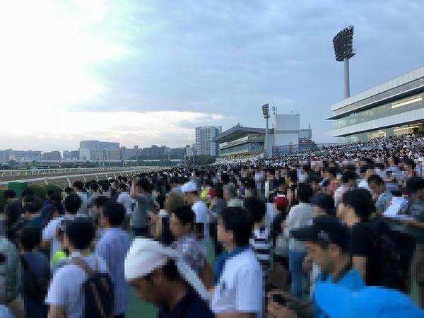 レースを待つ観客