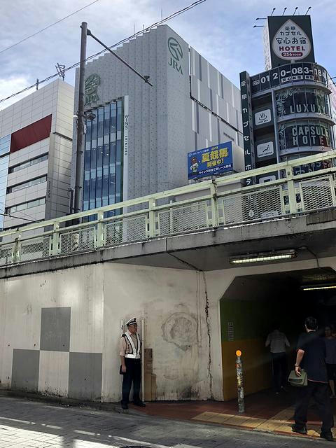 甲州街道越しに見たウインズ新宿
