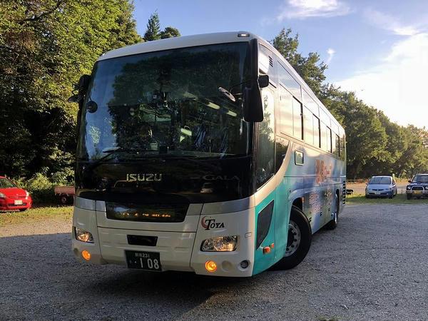 千本松駐車場バス停に入ってきた高速バス