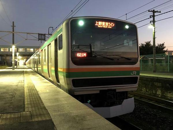 氏家駅で発車を待つ上野東京ライン普通列車