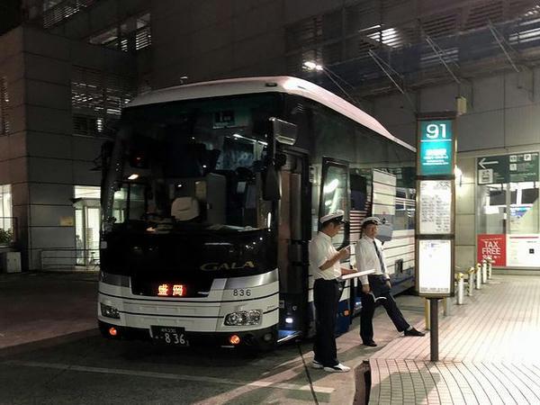 渋谷マークシティで発車を待つドリーム盛岡(らくちん号)1号