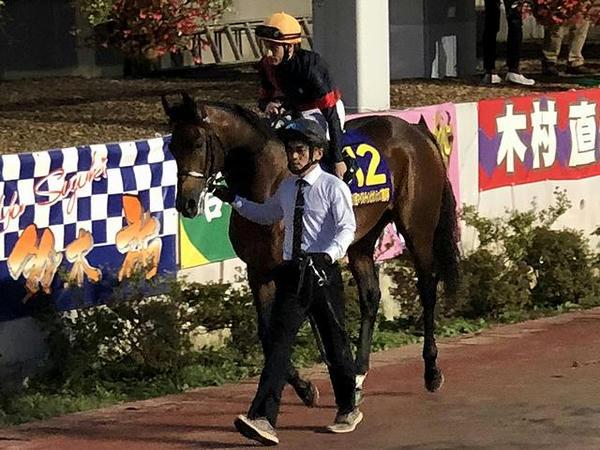 2番人気の(12)ルヴァンスレーヴ号とM・デムーロ騎手